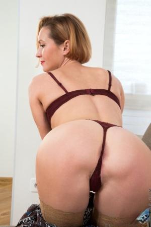MILF Ass Porn